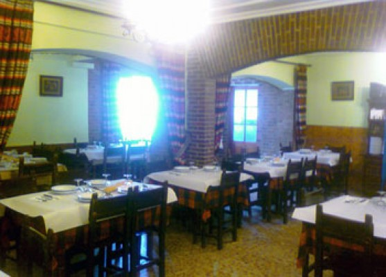 Hostal Restaurante Ceres mesas y sillas